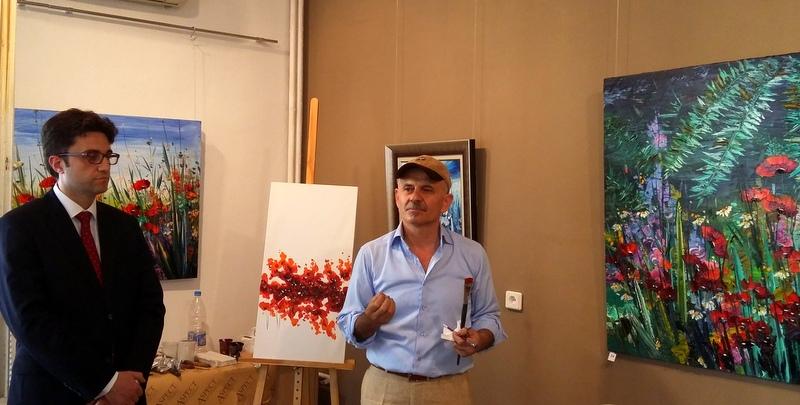 Изложбата на Хикмет Четинкая беше открита от Генералния консул на Турция Алпер Акташ